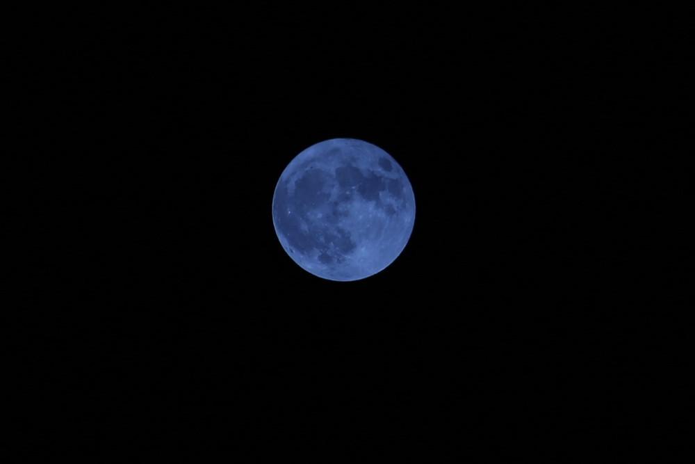 Mavi Dolunay muhteşem manzarasıyla büyüledi