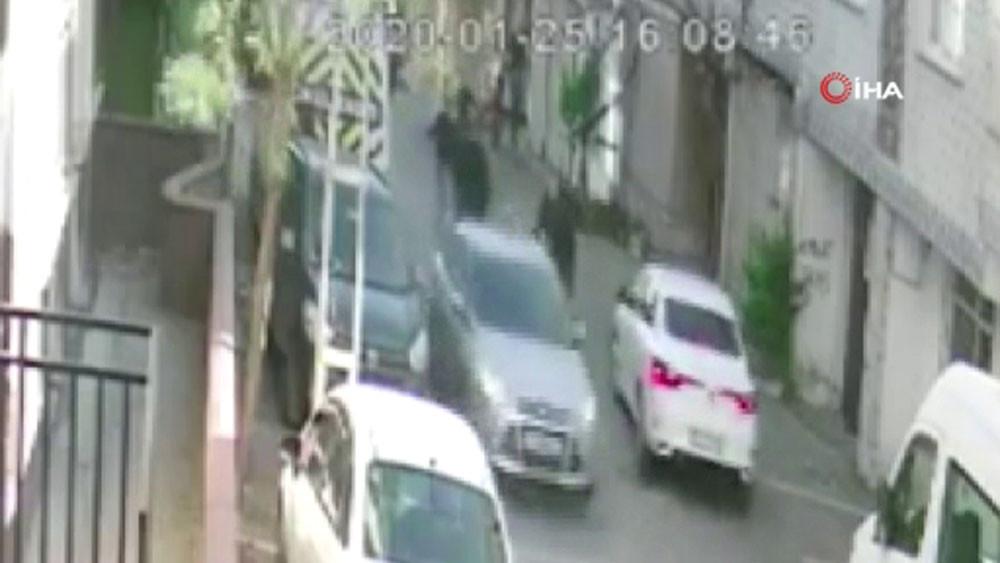 Şahısların otomobille kadını kaçırmaya çalıştığı anlar kamerada