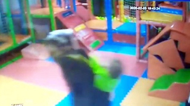 2 yaşındaki çocuğu döven öğretmen tutuklandı
