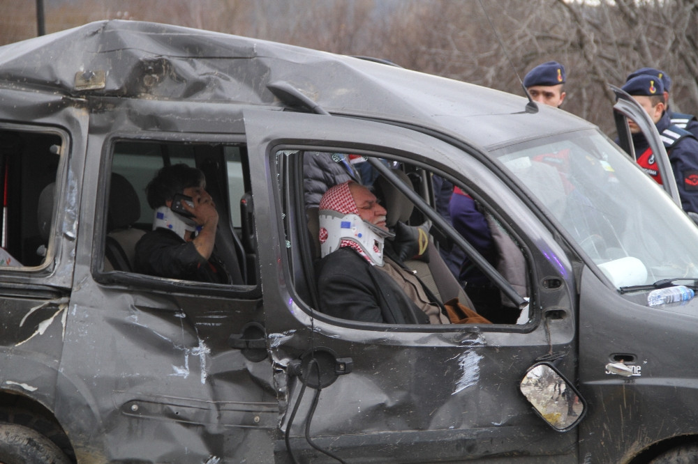 Kırıkkale'deki kazada, 5 kişilik araçtaki 9 kişi yaralandı