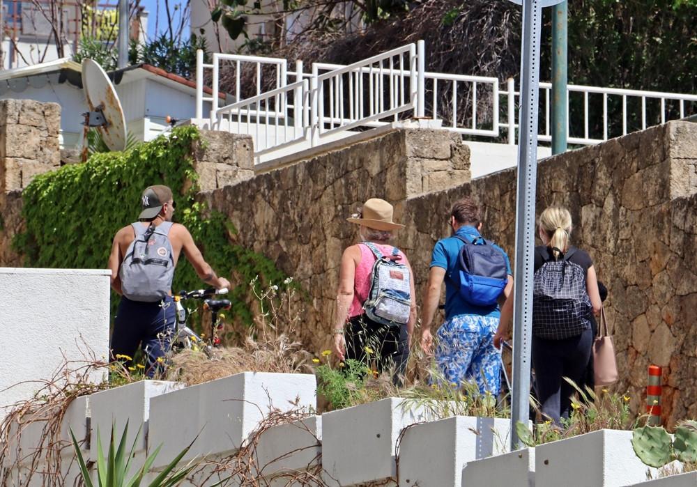 Denize giren turistlere polisten İngilizce anons: Corona go home