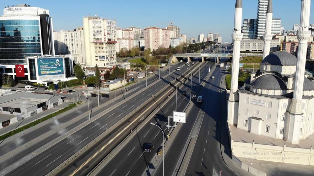 4 günlük yasak başladı: İstanbul'da caddeler bomboş