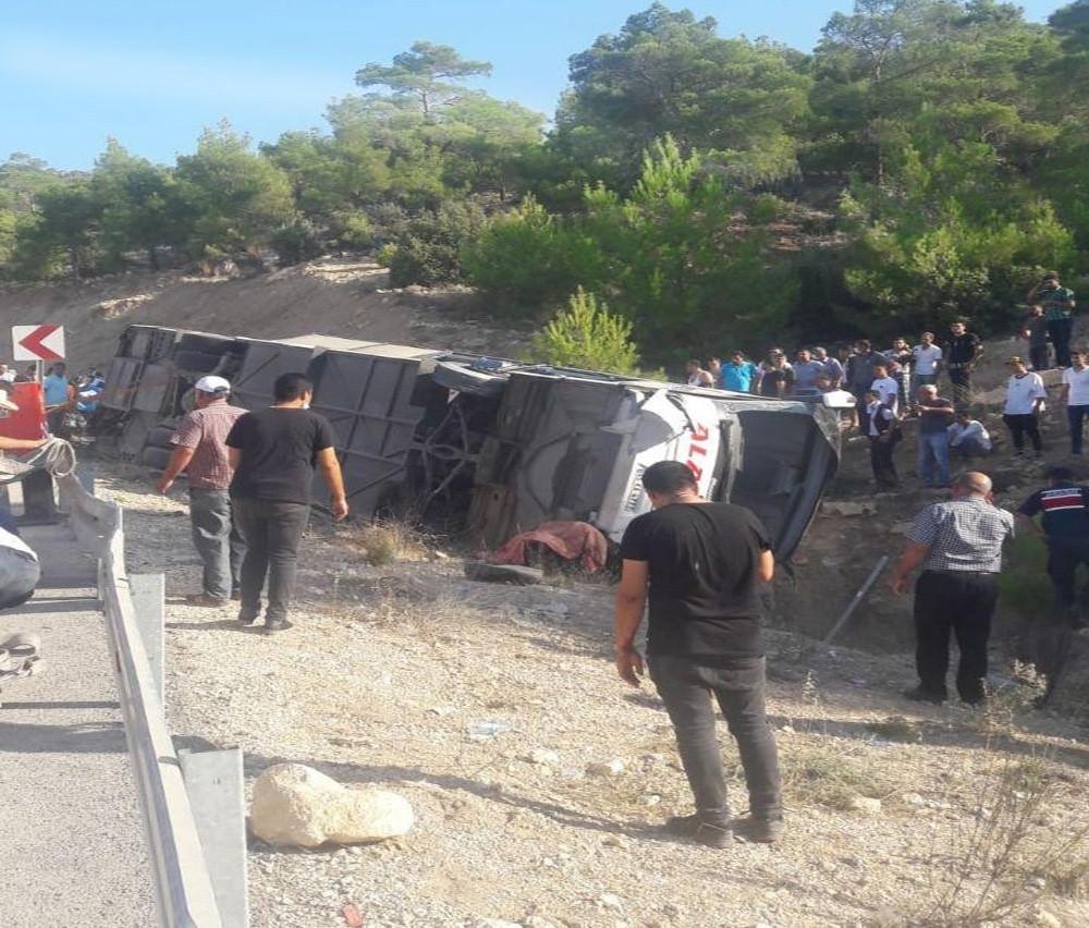 Son dakika: Askerleri taşıyan otobüs devrildi: 5 şehit, 27 yaralı