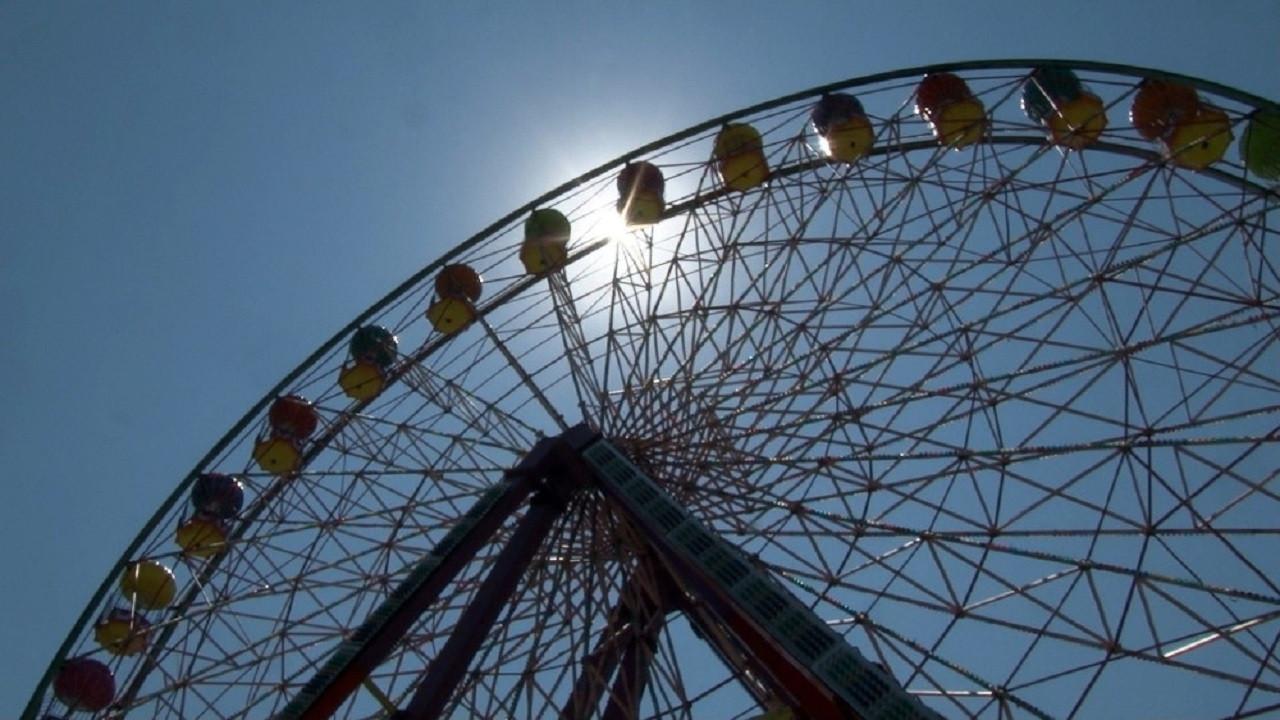 Lunapark ve tematik parklar maske şartıyla yeniden açıldı
