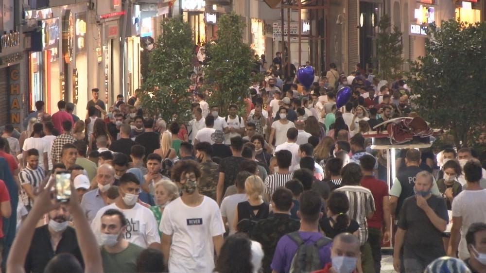 2. Dalga yükleniyor: Taksim'de Koronavirüs bayramı coşkuyla kutlanıyor