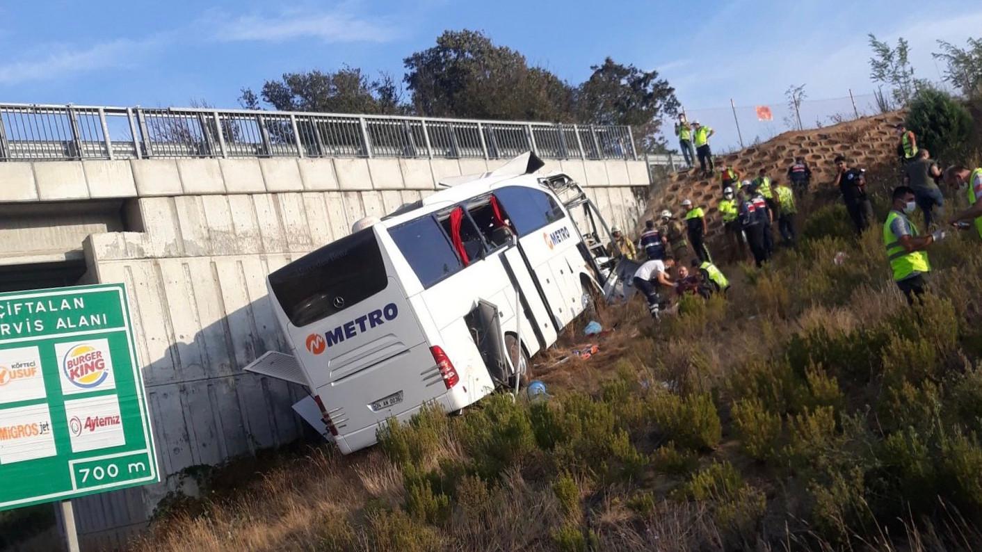 Son dakika: İstanbul'da Metro Turizm otobüsü duvara çarptı: 5 ölü