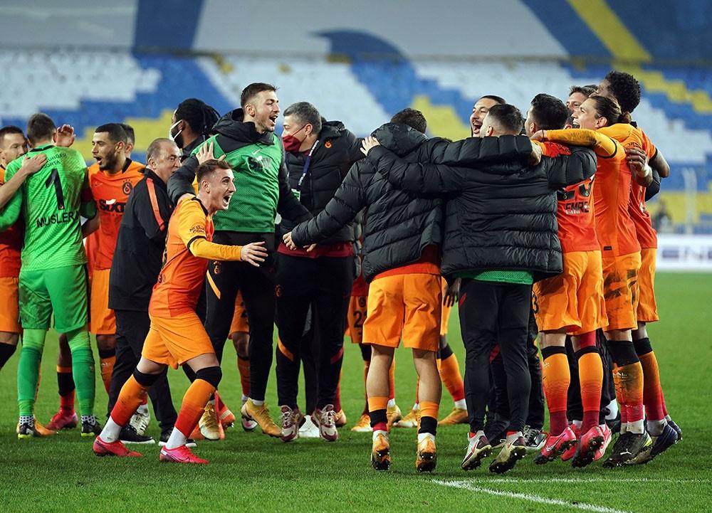 Galatasaray Fenerbahçe'yi Kendi Evinde Tek Golle Devirdi