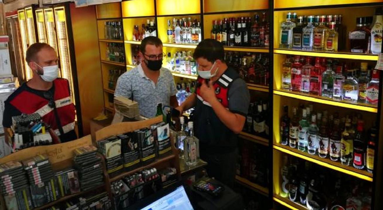 Antalya'nın Turizm Bölgesinde Denetim: 25 Litre Sahte İçki Ele Geçirildi